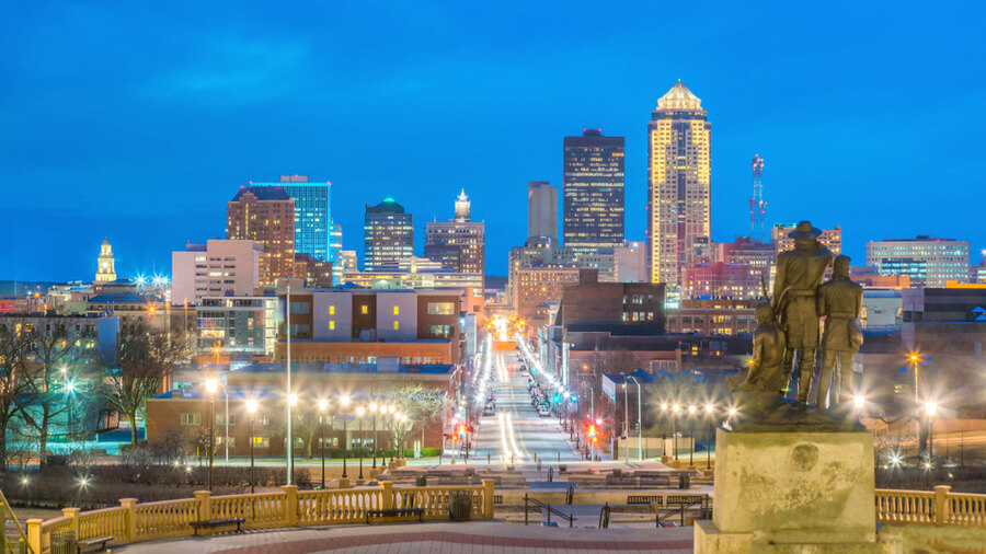 Des Moines Iowa skyline